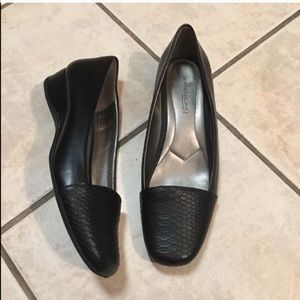 Bandolino B-Flexible Crocodile Leather Loafers